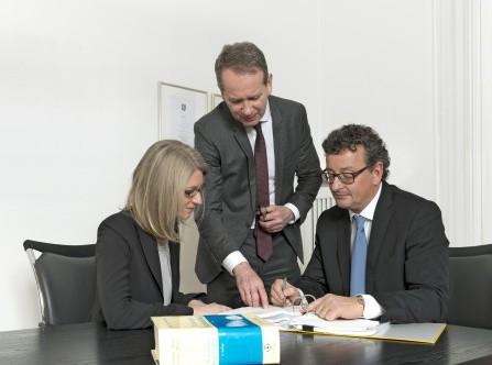 Die Notare Thomas Röskens, Andreas Riedel und Silke Giesa bei de faria